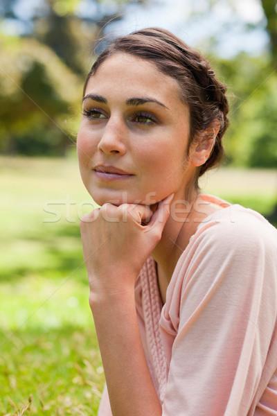 Donna guardando riposo testa pugno Foto d'archivio © wavebreak_media