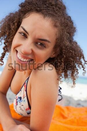 Sonriendo jóvenes mujer atractiva forma de corazón manos Foto stock © wavebreak_media