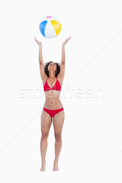 Mulher atraente biquíni bola de praia branco sorridente Foto stock © wavebreak_media