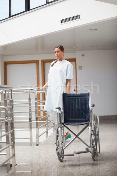 Hasta ayakta tekerlekli sandalye hastane tıbbi Stok fotoğraf © wavebreak_media