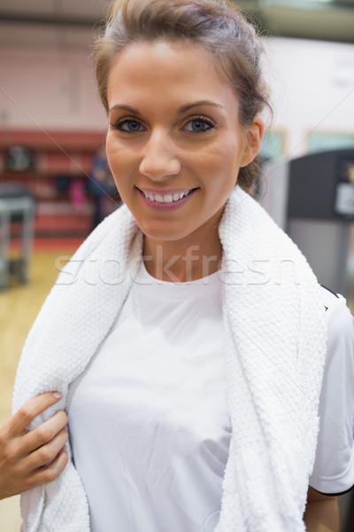 Vrouw handdoek rond nek gymnasium Stockfoto © wavebreak_media