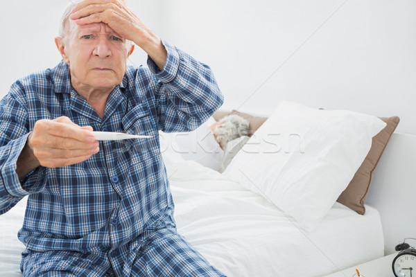 歳の男性 発熱 座って ベッド 家 男 ストックフォト © wavebreak_media
