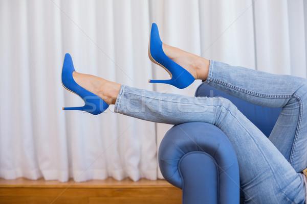 Jambes salon femme maison jeans Photo stock © wavebreak_media
