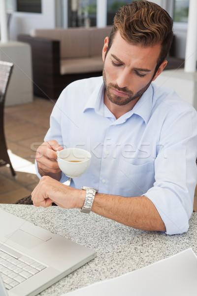Jonge zakenman tijd koffiekopje patio Stockfoto © wavebreak_media