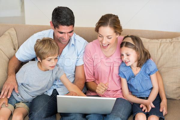 семьи используя ноутбук вместе диван четыре сидят Сток-фото © wavebreak_media