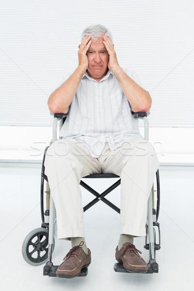 Triest senior man vergadering rolstoel medische Stockfoto © wavebreak_media