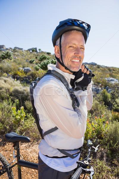Montare ciclista casco cinghia paese terreno Foto d'archivio © wavebreak_media