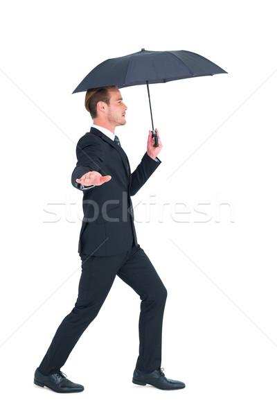 Konsantre işadamı şemsiye yürüyüş beyaz kurumsal Stok fotoğraf © wavebreak_media