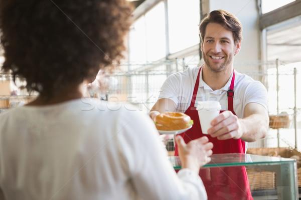 улыбаясь официант обед горячий напиток клиентов хлебобулочные Сток-фото © wavebreak_media