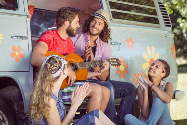 Hipszter barátok ül lakókocsi furgon autó Stock fotó © wavebreak_media