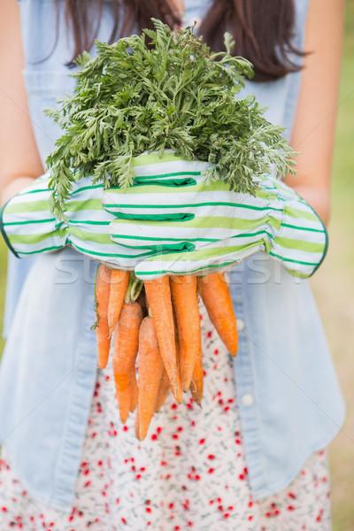 Femme organique carottes nature Photo stock © wavebreak_media