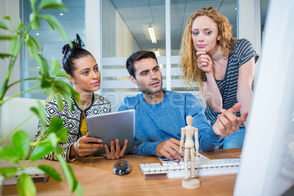 Concentrado equipo de negocios oficina negocios ordenador Foto stock © wavebreak_media