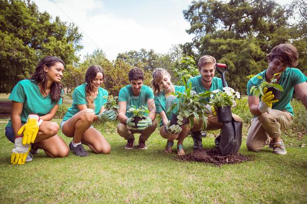 Felice amici giardinaggio comunità fiori Foto d'archivio © wavebreak_media