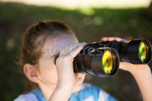Cute nina mirando binoculares primavera Foto stock © wavebreak_media