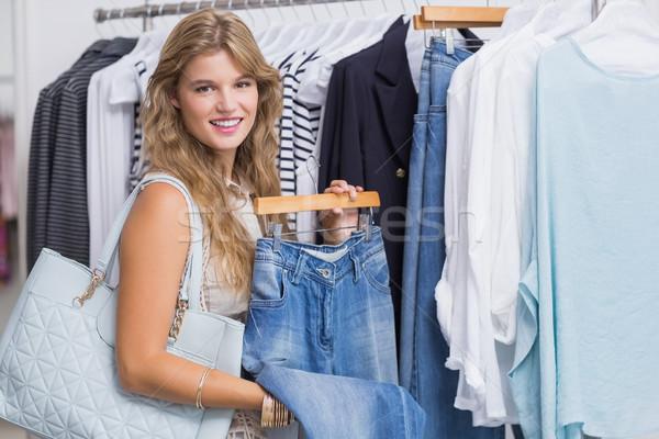 Boldog mosolygó nő választ ruházat ruházat bolt Stock fotó © wavebreak_media