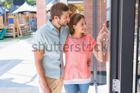 Nudzić człowiek oglądania szczęśliwy żona patrząc Zdjęcia stock © wavebreak_media