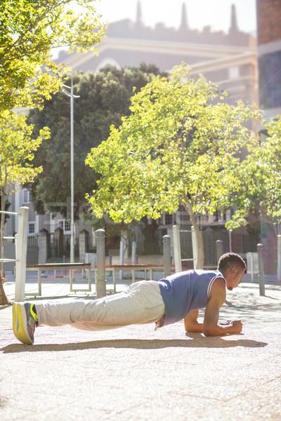 Izmos férfi palánk pozició napos idő egészség Stock fotó © wavebreak_media