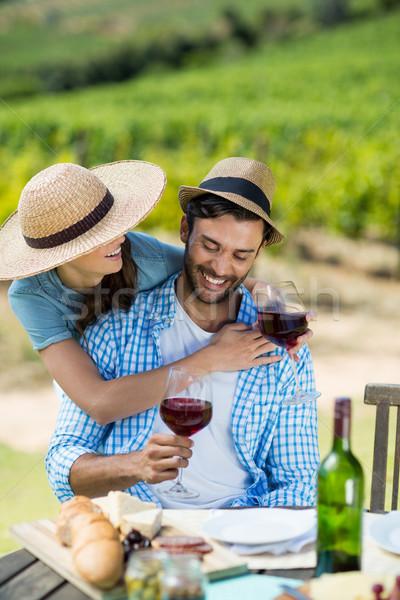 Gelukkig paar rode wijn bril tabel Stockfoto © wavebreak_media