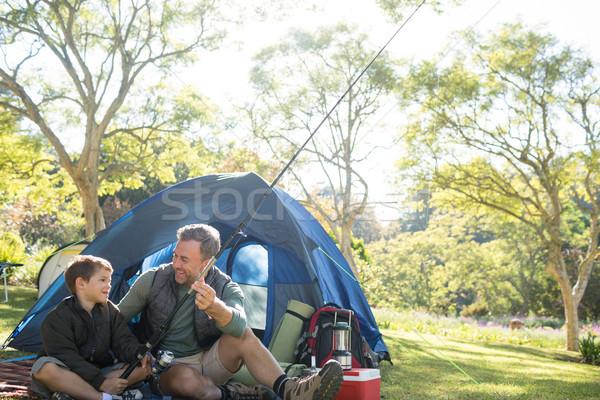 Père en fils canne à pêche à l'extérieur tente volée Photo stock © wavebreak_media