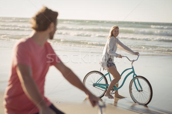 Pár lovaglás bicikli tengerpart napos idő nő Stock fotó © wavebreak_media