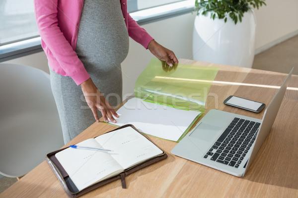 Donna incinta lavoro desk ufficio computer Foto d'archivio © wavebreak_media