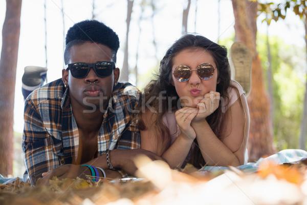 Couple ensemble couverture parc fille Photo stock © wavebreak_media
