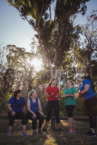 Gruppo montare donne altro boot campo Foto d'archivio © wavebreak_media