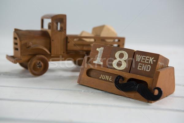 Fecha juguete camión calendario mesa de madera Foto stock © wavebreak_media