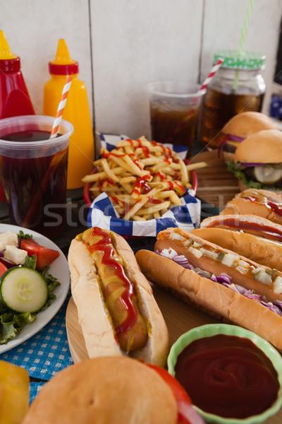 Getränke Snacks Holztisch Tabelle Fleisch Salat Stock foto © wavebreak_media