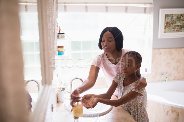 матери дочь стиральные рук ванную домой Сток-фото © wavebreak_media