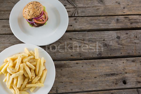 Kilátás sültkrumpli hamburger felszolgált tányér asztal Stock fotó © wavebreak_media