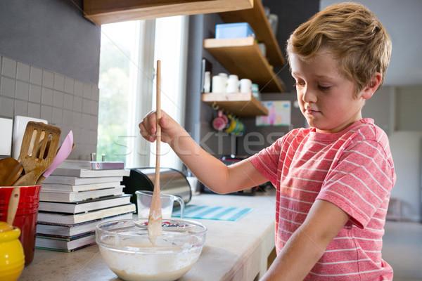 Fiú pult konyhapult étel gyermek otthon Stock fotó © wavebreak_media