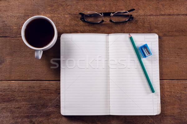 Vista libro lápiz sacapuntas gafas café negro Foto stock © wavebreak_media