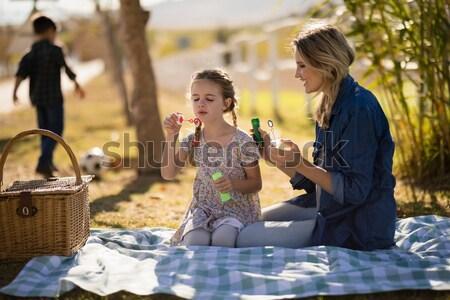 Foto stock: Feliz · casal · vinho · casa · de · campo · safári