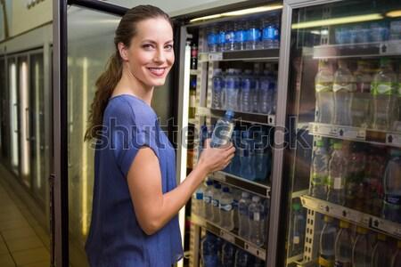 улыбающаяся женщина корзины открытие холодильник супермаркета женщину Сток-фото © wavebreak_media