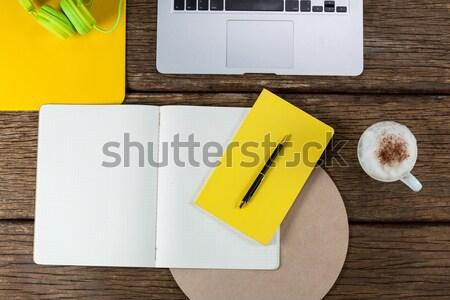 Organizador café telefone móvel artigos de papelaria Foto stock © wavebreak_media