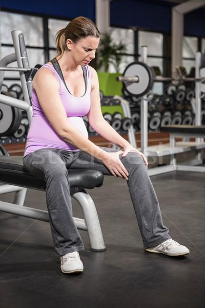 Kobieta kolano siłowni ciało życia ławce Zdjęcia stock © wavebreak_media