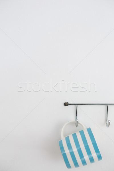 縞模様の マグ 絞首刑 フック 白 壁 ストックフォト © wavebreak_media