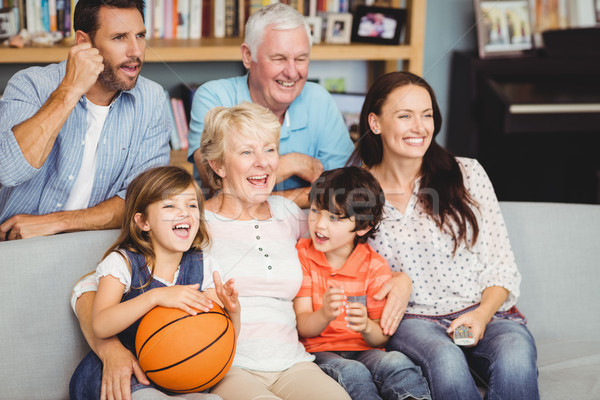 Souriant famille regarder basket match maison Photo stock © wavebreak_media