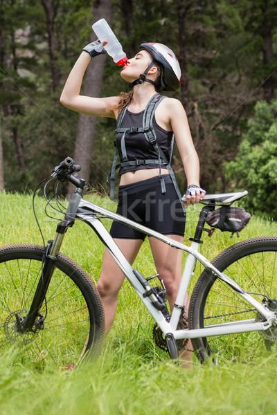 Frau Trinkwasser Fahrrad Landschaft Wasser Natur Stock foto © wavebreak_media
