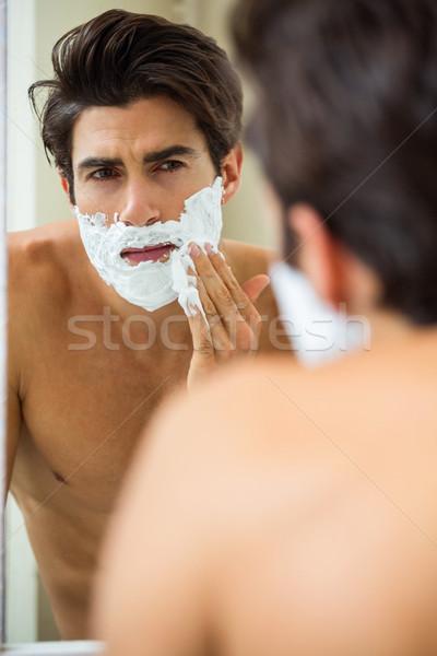 Homme mousse jeune homme salle de bain Photo stock © wavebreak_media