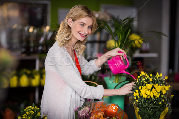 Boldog női virágárus locsol virágok portré Stock fotó © wavebreak_media