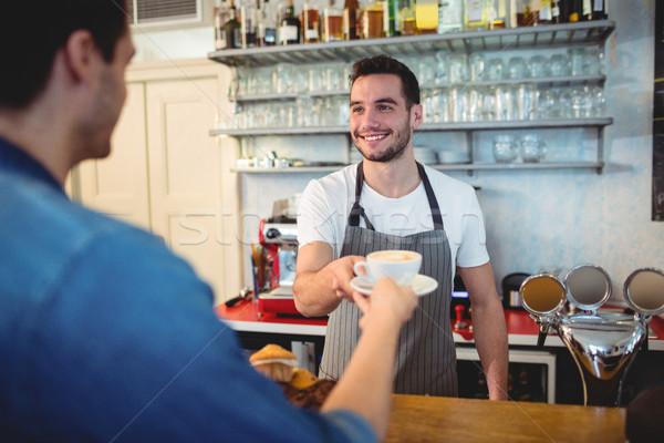 Boldog pincér kávé vásárló kávézó jóképű Stock fotó © wavebreak_media