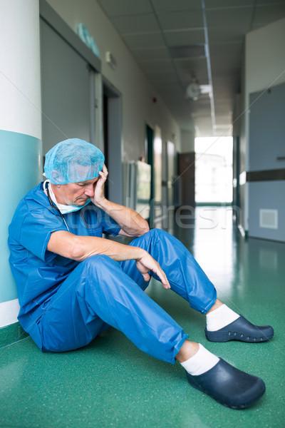Szomorú sebész ül padló folyosó kórház Stock fotó © wavebreak_media