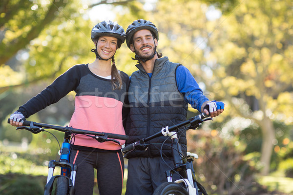 Paar mountainbike platteland portret vrouw Stockfoto © wavebreak_media