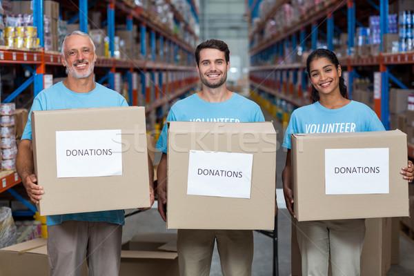 Retrato três voluntários doações caixa Foto stock © wavebreak_media