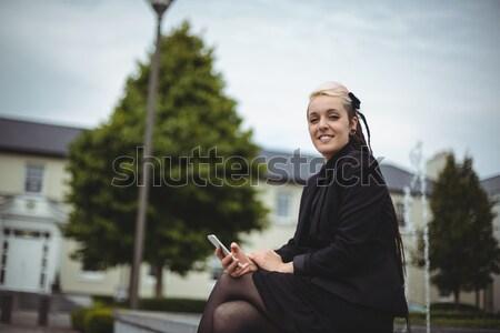 Retrato empresária telefone móvel escritório escola Foto stock © wavebreak_media