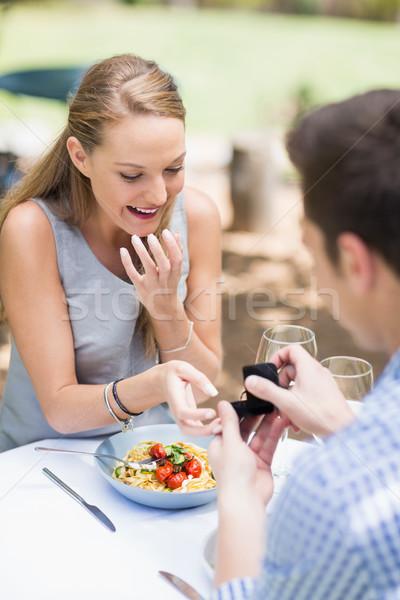 Man vrouw aanbieden trouwring restaurant business Stockfoto © wavebreak_media