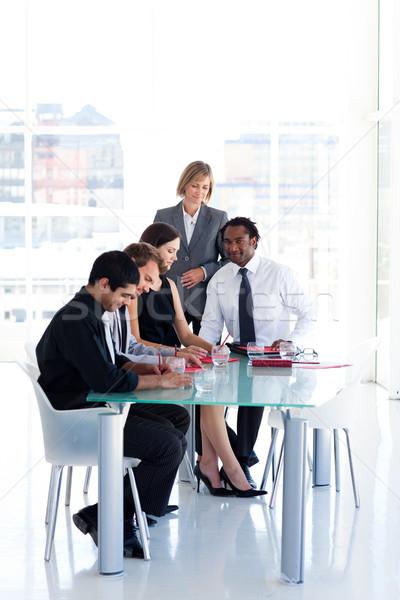 üzleti csapat tanul új terv nemzetközi üzlet csapat Stock fotó © wavebreak_media