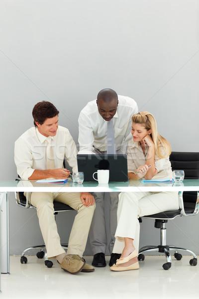 équipe commerciale travail bureau jeunes ordinateur femme Photo stock © wavebreak_media